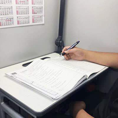 夏期講習参加の中学二年生Yさん